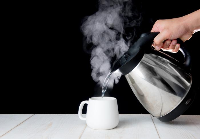 С чистого чайника намного приятнее пить. /Фото: zeuscapital.co.uk