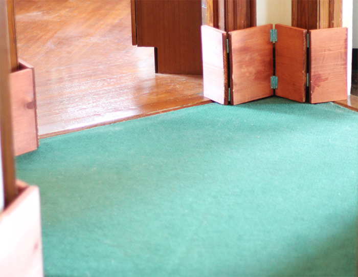 Таким простым способом можно скрыть огрехи уязвимых мест квартиры. /Фото: myhouserabbit.com