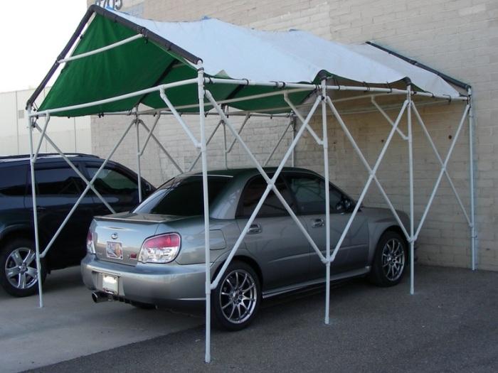 С таким навесом автомобиль всегда будет под надежной защитой от любой непогоды. /Фото: i.pinimg.com