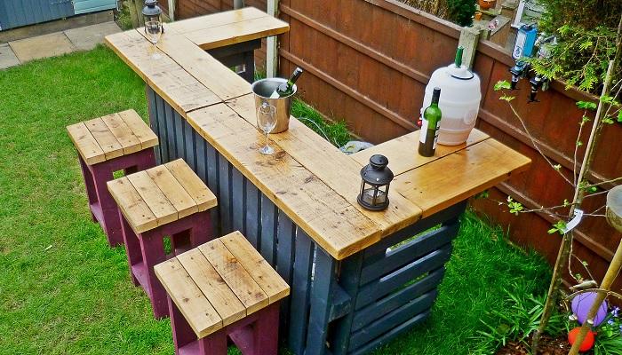 С помощью деревянных ящиков в доме можно создать очень много полезных вещей.