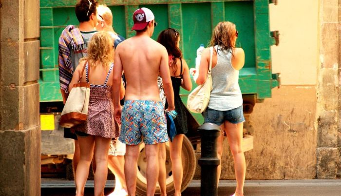 Турист без рубашки на Майорке не будет желанным гостем. /Фото: everythingmallorca.com