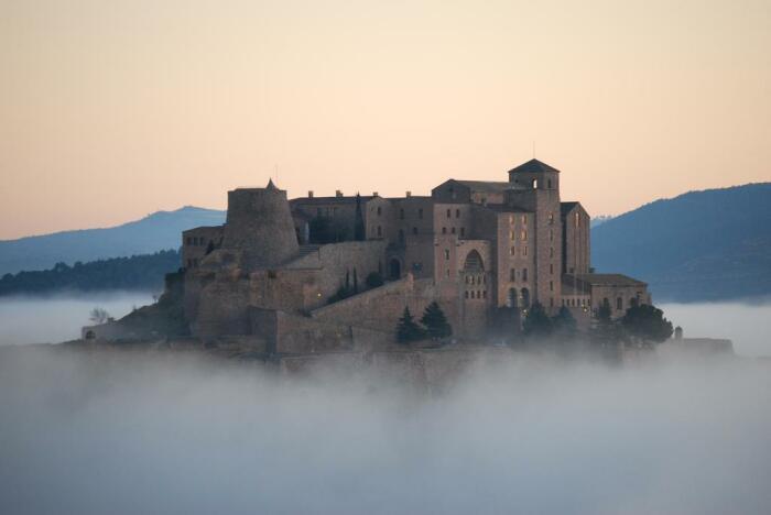 Трудно поверить, что в этом замке можно переночевать. /Фото: cf.bstatic.com