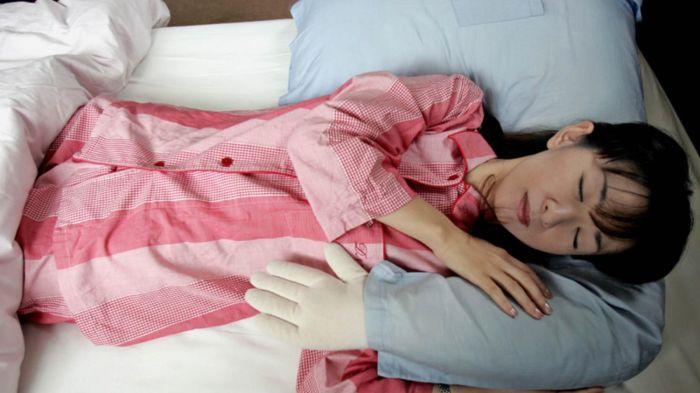 Одиноким женщинам тоже не приходится сильно расстраиваться, если у них есть такая подушка. /Фото: i.kinja-img.com