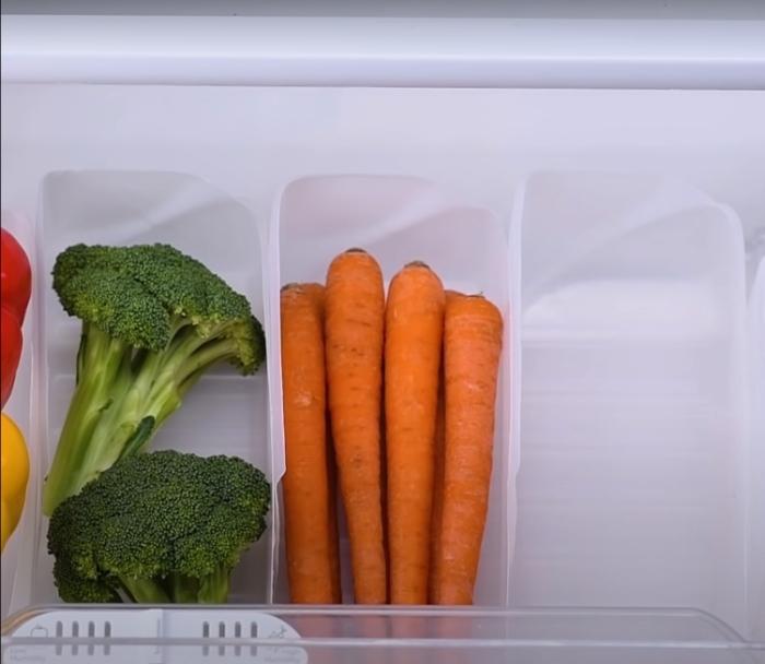Очень удобное и компактное хранение овощей. /Фото: youtube.com
