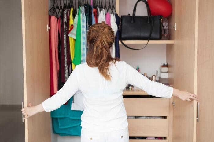 Оценивают удобство системы хранения на практике и потом корректируют при необходимости. /Фото: simplymoving.com