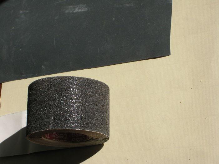 С помощью наждачной бумаги можно задать хорошую трепку ржавым кастрюлям и сковородкам. /Фото: upload.wikimedia.org