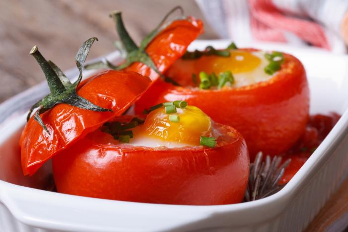 Запекать яйца можно с шиком и размахом. /Фото: v.img.com.ua