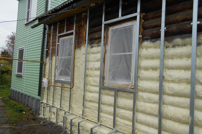 Утепление сруба осуществляется только с внешней стороны дома. /Фото: ebtim.com