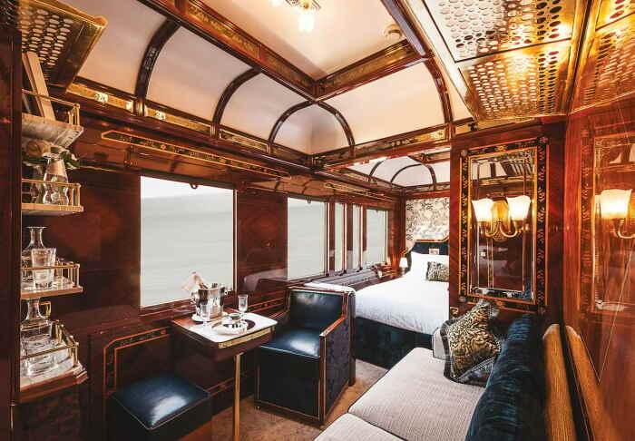 Интерьер каюты «Венеция» поражает богатством отделки. /Фото: belmondcdn.azureedge.net