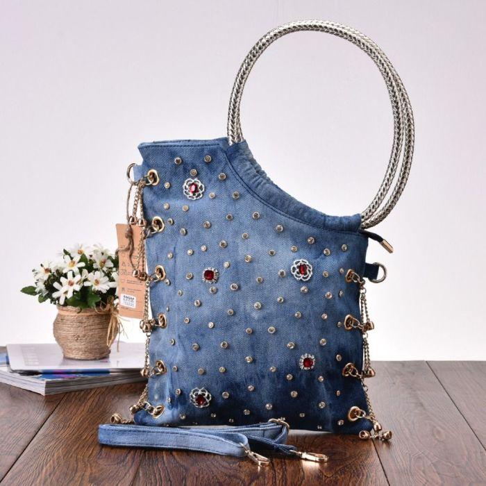 Стильная и необычная сумочка из ненужной джинсовой ткани. /Фото: i.pinimg.com