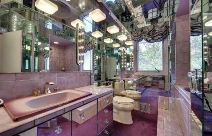 В такой ванной можно даже заблудиться ненароком. /Фото: cdn.com