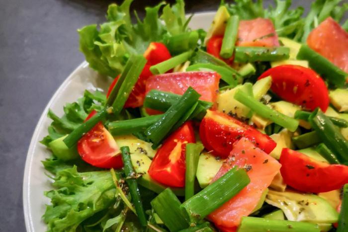 Салат с авокадо очень полезен. /Фото: naurok-test.nyc3.cdn.digitaloceanspaces.com