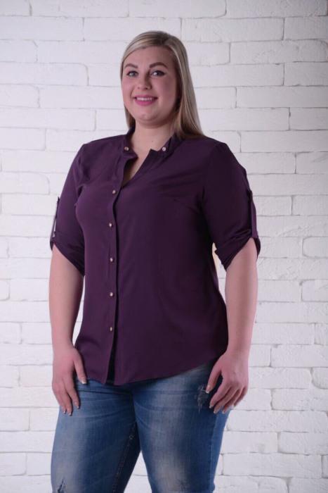 Рубашки с рукавом до локтя — нежелательный фасон для женщин 50+. /Фото: liart.com.ua