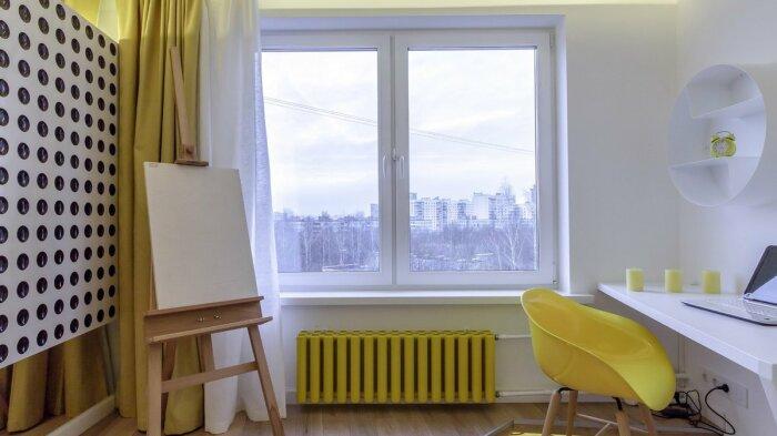 Желтая батарея в тон другим ярким акцентам комнаты. /Фото: 24tv.ua