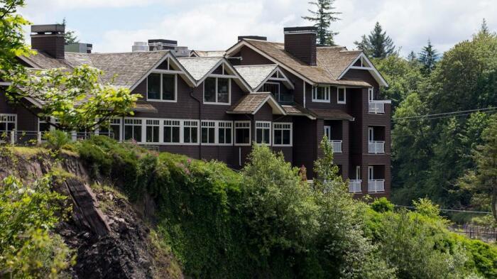 Отель Salish Lodge & Spa, ставший локацией для гостиницы Great Nothern. /Фото: static-29.sinclairstoryline.com