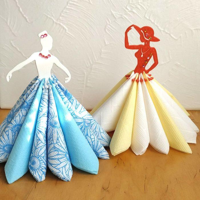 Простой вариант танцовщиц на столе, для которых нужна картонная или деревянная основа. /Фото: i.pinimg.com