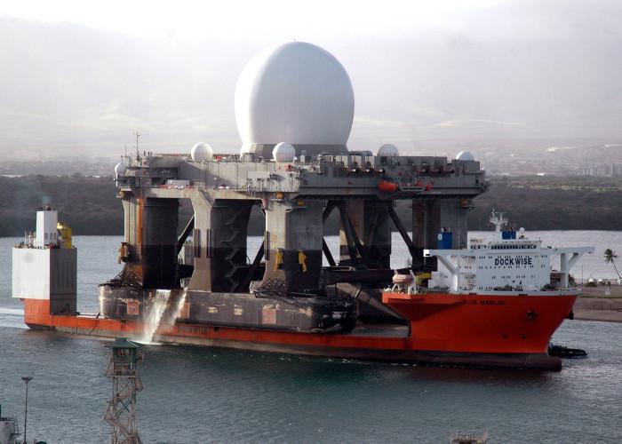 Blue Marlin транспортирует морской радар SBX с плавучей платформой водоизмещением 50 тыс. тонн. /Фото: upload.wikimedia.org