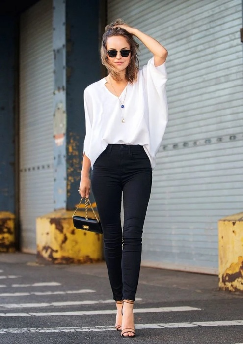 Такой наряд не назовешь скучным. Легкость образу придает блуза из шифона. /Фото: avatars.mds.yandex.net