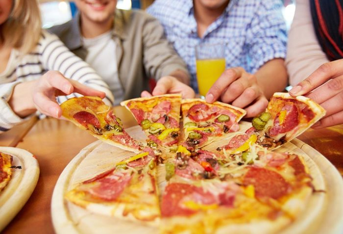 Домашняя пицца - чья оказалась вкуснее? /Фото: campingdes2plages.fr