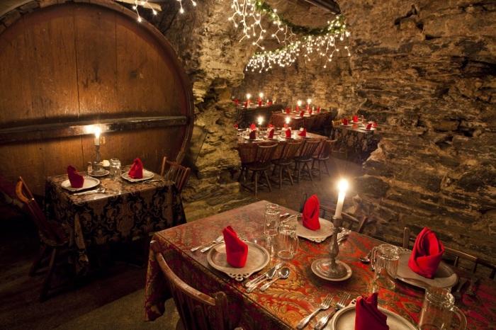 Ресторан Catacombs привлекает стариной и мистической атмосферой. /Фото: bubesbrewery.com