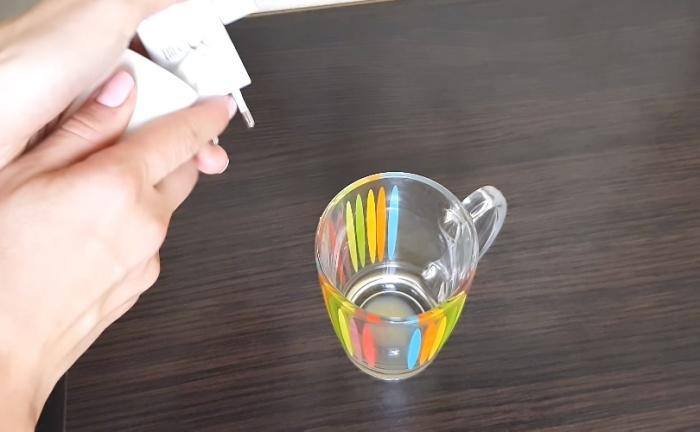 Выходя из комнаты, прихватите ненужные вещи, например, пустую чашку, чтобы отнести на кухню.