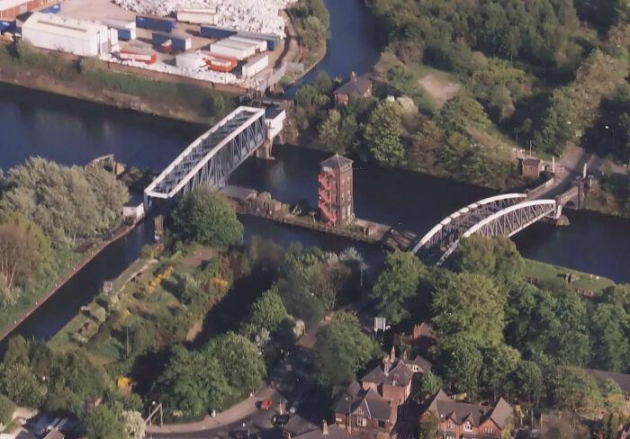 Мост и акведук поворачиваются, пропуская судна по широкому каналу. /Фото: upload.wikimedia.org