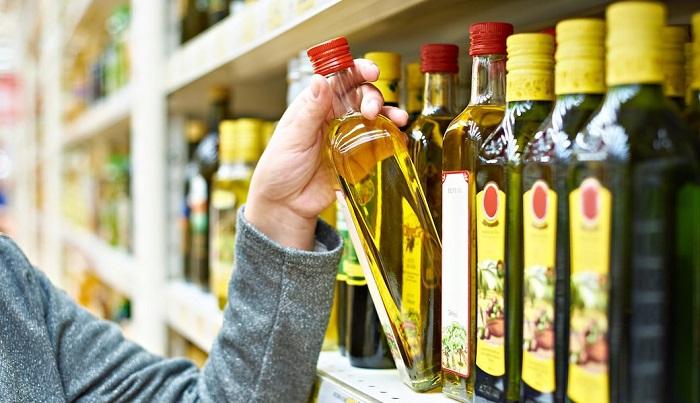 Чаще всего оливковое масло берут для приготовления еды. /Фото: cdn6.bestreviews.com