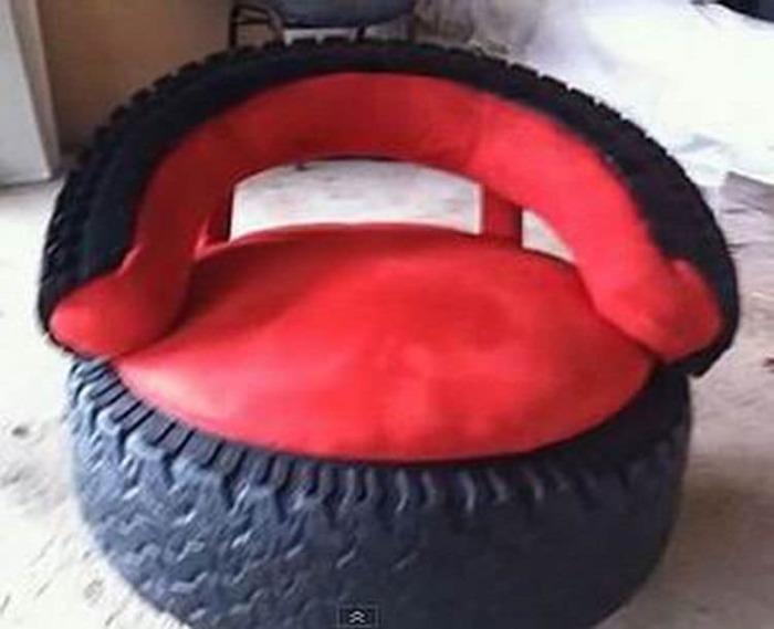 Немного труда, и из шин получается удобное кресло для веранды. /Фото: scontent.fdok2-1.fna.fbcdn.net