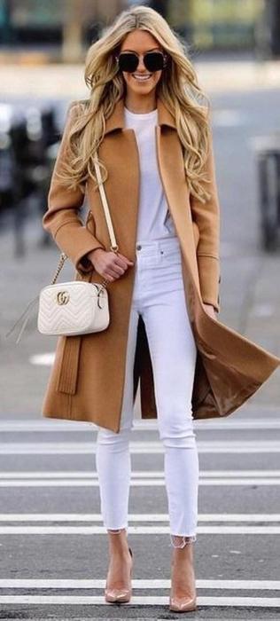 Пальто цвета кэмел органично дополняет любые образы. /Фото: trendsoutfits.com