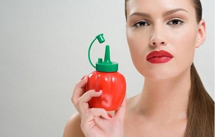 Кетчуп можно вполне включить в свою косметичку. /Фото: photo-1-baomoi.zadn.vn