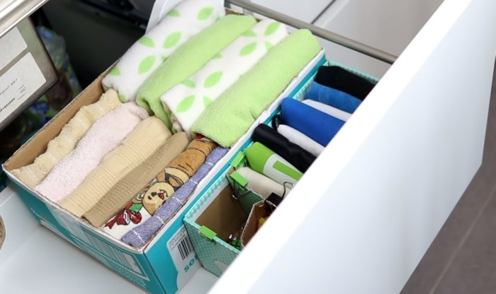 Простая обувная коробка помогает упорядочить хранение вещей.