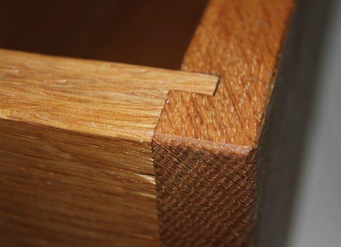 Маскировка царапин на дереве. /Фото: s3-production.bobvila.com