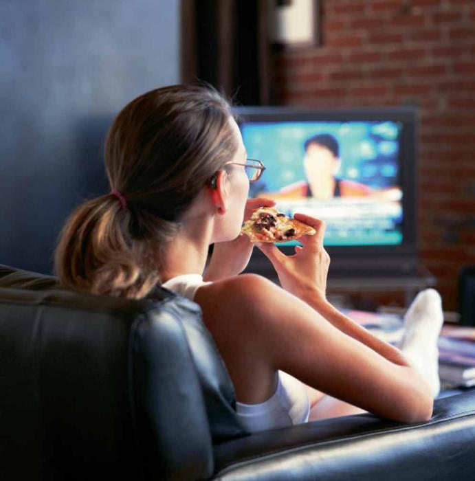 Просмотр видео и фильмов заставляет потреблять больше калорий. /Фото: docplayer.pl