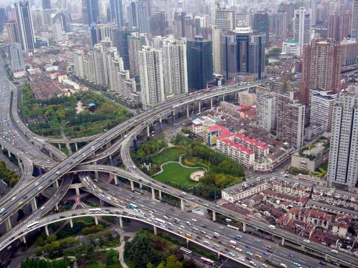 Развязка Puxi Viaduct одна из крупнейших в мире. /Фото: thecityfix.com