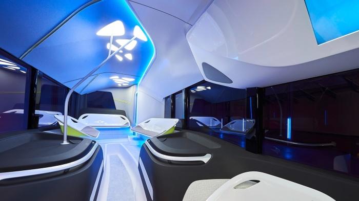 Салон Future Bus оформлен в футуристическом стиле. /Фото: daimler.com