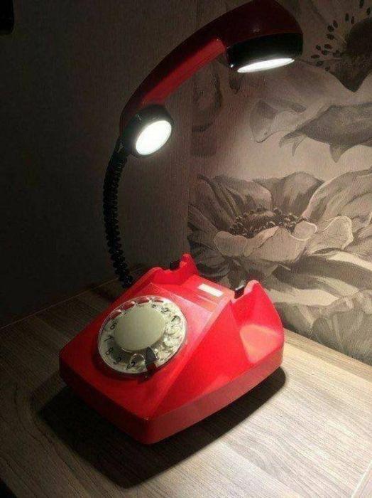 С такой подсветкой любой интерьер станет эксклюзивным и запоминающимся. /Фото: i.pinimg.com