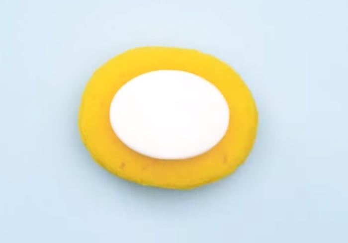 Губка предохранит мыло от раскисания.