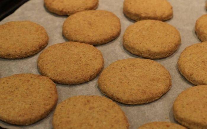 Завершать готовку печенья будет намного проще с зубной нитью. /Фото: i.pinimg.com