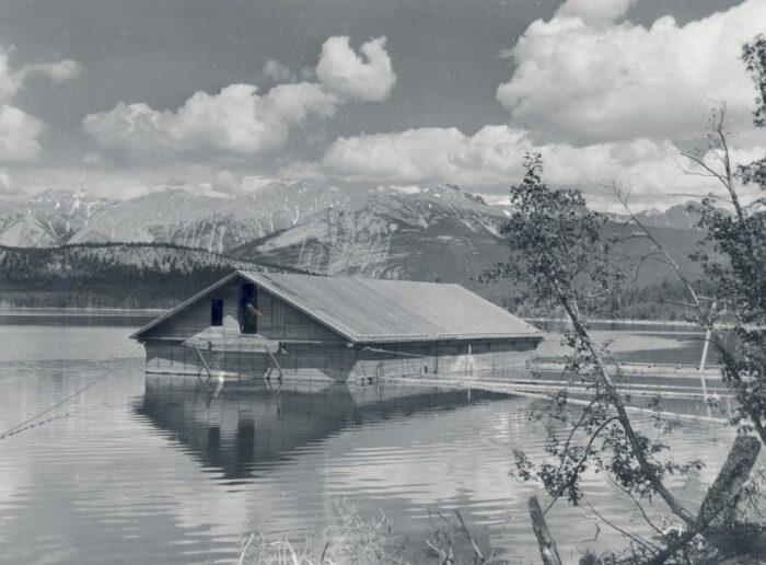 Макет на озере Патриции. /Фото: mountainculturegroup.com