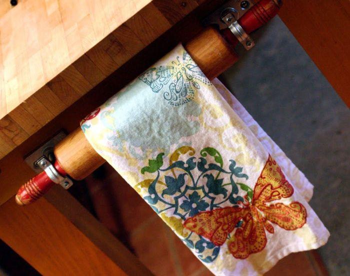 Из скалки выходит отличный держатель для полотенец. /Фото: cdn.homedit.com