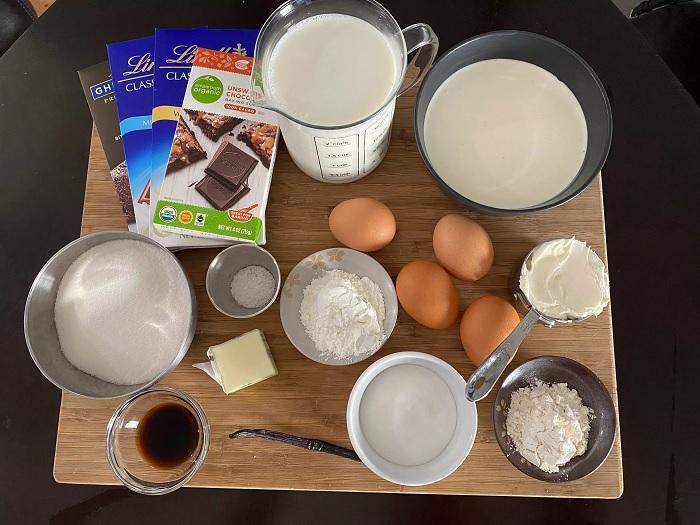 Прежде чем начинать готовить, на столе собирают все ингредиенты. /Фото: businessinsider.in