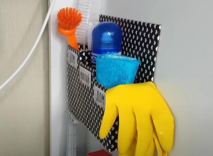 Такой органайзер можно поставить или повесить в любом месте. / Фото: youtube.com