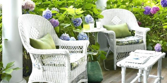 Вернуть первоначальный цвет плетеной мебели поможет соленая вода. /Фото: jakidijak.info