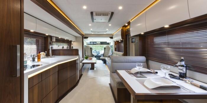 Внутреннее наполнение роскошного дома на колесах. /Фото: vario-mobil.com
