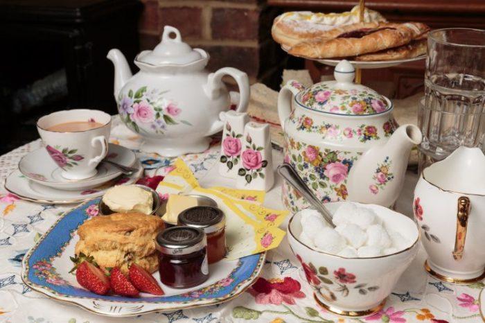 Чаепитие - традиция, а сервировать стол можно очень изящно. /Фото: myfashionlife.com