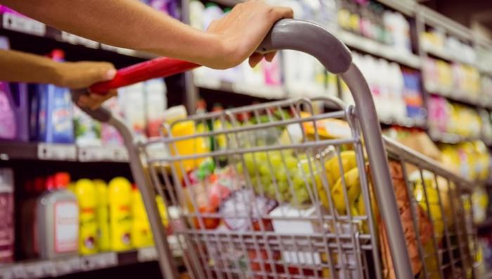 Проявлять заботу о своем здоровье нужно еще с входа в магазин. /Фото: yerevan.today