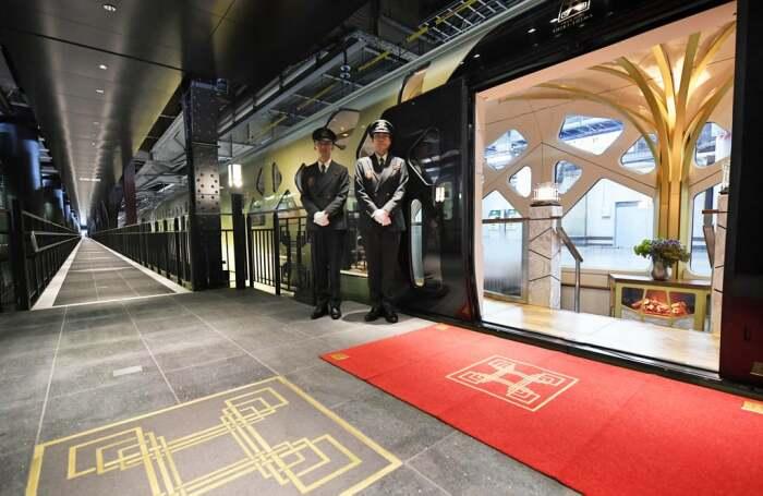 Поезд курсирует по трем маршрутам, каждый из которых начинается в Токио. /Фото: media1.popsugar-assets.com