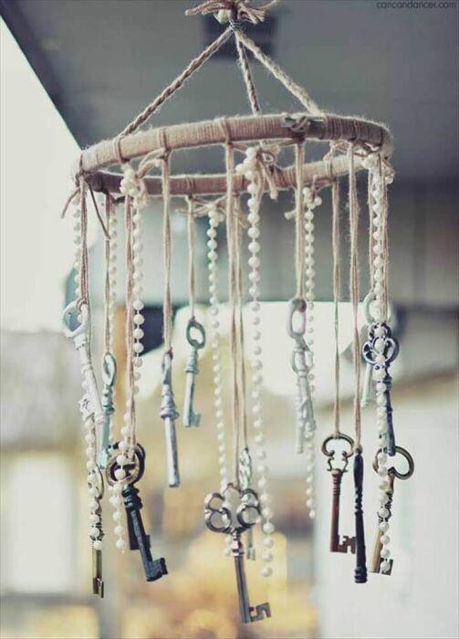 Даже старые ключи могут стать настоящим украшением сада или террасы. /Фото: i.pinimg.com