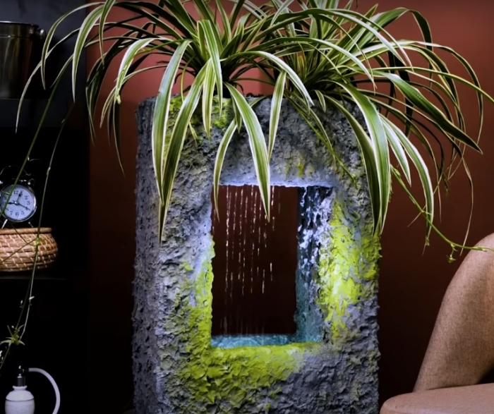 Изысканный декор с маленьким водопадом. /Фото: youtube.com/watch?v=Iy3CdGxQgOA