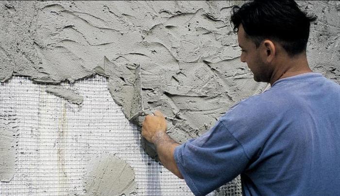 Новичкам в оштукатуривании стен придется кстати этот совет. /Фото: decorexpro.com